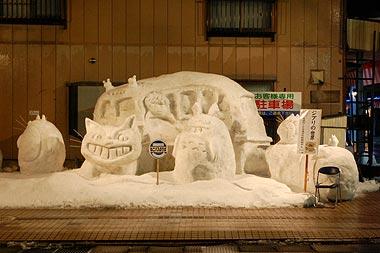 トトロ、ねこバスの雪像